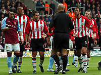 Picture: Henry Browne, Digitalsport<br /> NORWAY ONLY<br /> <br /> Date: 08/05/2004.<br /> Southampton v Aston Villa FA Barclaycard Premiership.<br /> <br /> The Saints players can't believe a penalty has been awarded. Claus Lundekvam