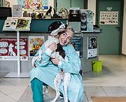 Oristano, Clinica Veterinaria due Mari,Dott.ssa Pais con Freccia