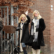 NLD/Laren/20080216 - Marika de Zwart en Marion Bolland - Mulder pratend in Laren NH