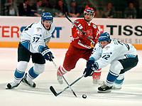 ◊Copyright:<br />GEPA pictures<br />◊Photographer:<br />Andreas Troester<br />◊Name:<br />Ruutu<br />◊Rubric:<br />Sport<br />◊Type:<br />Eishockey<br />◊Event:<br />IIHF Eishockey WM 2005, Finnland vs Daenemark, FIN vs DEN<br />◊Site:<br />Innsbruck, Austria<br />◊Date:<br />30/04/05<br />◊Description:<br />Jarkko Ruutu (FIN), Lasse Degn (DEN), Mikko Eloranta (FIN)<br />◊Archive:<br />DCSTR-3004051848<br />◊RegDate:<br />30.04.2005<br />◊Note:<br />8 MB - BG/BK - Nutzungshinweis: Es gelten unsere Allgemeinen Geschaeftsbedingungen (AGB) bzw. Sondervereinbarungen in schriftlicher Form. Die AGB finden Sie auf www.GEPA-pictures.com. Use of pictures only according to written agreements or to our business terms as shown on our website www.GEPA-pictures.com
