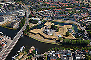 Nederland, Noord-Brabant, Den Bosch, 08-07-2010; Binnenstad met bastion onderdeel van de vestingwerken. Op het bolwerk het Brabants Historisch Informatie Centrum (BHIC, fusie van het Rijksarchief en Streekarchief)..View of the town with fortifications. On the bastion the Brabant Historical Information Centre..luchtfoto (toeslag), aerial photo (additional fee required).foto/photo Siebe Swart