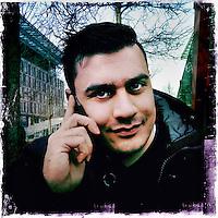Nederland, Amsterdam , 6 februari 2014.<br /> GSM loze vrijdag.<br /> Uiteraard is een GSM een erg handig medium, maar kunnen we nog zonder? Onze GSM heeft onze dagelijkse leefwereld overgenomen. Het wordt tijd dat we eens stilstaan bij die constante bereikbaarheid en die dure toestellen met nog duurdere gesprekskosten een dagje naast ons neerleggen<br /> Op de foto: Ghaibir Ahrari.<br /> Foto gemaakt met Iphone5. fotoprogramma: Hipstamatic: Lens John S. Film Kodot XGrizzled.<br /> Foto:Jean-Pierre Jans