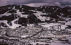 THEMENBILD - Blick auf das winterliche Schladming mit seinen Skipisten und Liftanlagen, aufgenommen am 17. Dezember 2018 in Schladming, Oesterreich // View of the wintry Schladming with its ski slopes and lifts, Schladming, Austria on 2018/12/17. EXPA Pictures © 2018, PhotoCredit: EXPA/ JFK