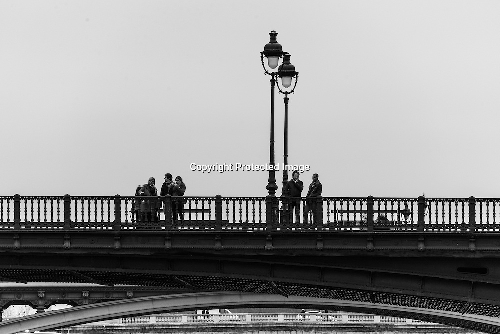 France. Paris. 1st district. Ile de la Cite, pedestrians on the Arcole bridge.