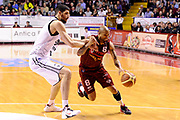 DESCRIZIONE : Venezia Lega A 2014-15 Umana Venezia Granarolo Bologna<br /> GIOCATORE : Jarrius Jackson<br /> CATEGORIA : palleggio penetrazione<br /> SQUADRA : Umana Venezia<br /> EVENTO : Campionato Lega A 2014-2015<br /> GARA : Umana Venezia Granarolo Bologna<br /> DATA : 08/03/2015<br /> SPORT : Pallacanestro <br /> AUTORE : Agenzia Ciamillo-Castoria/M.Marchi<br /> Galleria : Lega Basket A 2014-2015 <br /> Fotonotizia : Venezia Lega A 2014-15 Umana Venezia Granarolo Bologna