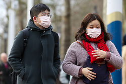 © Licensed to London News Pictures. 26/01/2020. London, UK. A coupe on The Mall, central London are seen wearing  face masks following the outbreak of Coronavirus in China which has killed 41 people. Photo credit: Dinendra Haria/LNP