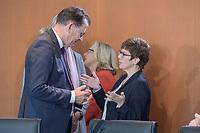 09 OCT 2019, BERLIN/GERMANY:<br /> Gerd Mueller (L), CSU, Bundesentwicklungshilfeminister, und Annegret Kramp-Karrenbauer (R), CDU, Bundesverteidigungsministerin, im Gespraech, vor Beginn der Kabinettsitzung, Bundeskanzöeramt<br /> IMAGE: 20191009-01-015<br /> KEYWORDS: Sitzung, Kabinett, Gespräch, Gerd Müller