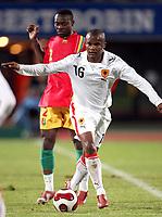 Fotball<br /> 20.11.2007<br /> Angola v Guinea<br /> Foto: Dppi/Digitalsport<br /> NORWAY ONLY<br /> <br /> FOOTBALL - FRIENDLY GAMES 2007/2008 - ANGOLA v GUINEA - 20/11/2007 - AMADO FLAVIO (ANG) / PASCAL FEINDOUNO (GUI)