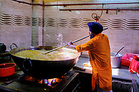 Inde, Delhi, vieux Delhi, temple sikh de Gurudwara Sis Ganj Sahib, les cuisines // India, Delhi, Old Delhi, sikh temple of Gurudwara Sis Ganj Sahib, the kitchen