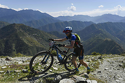 October 3, 2018 - Himachal Pradesh, India - Jason English of Australia competes at the 14th edition of the Hero MTB Himalaya mountain bike race in the northern Indian state of Himachal Pradesh on 4th  October, 2018. The 14th edition of the annual cross country race is taking place over eight stages in the foothills of the Himalaya, started in Shimla on September 28, 2018 and finishing in Dharamshala on October 6,2018. (Credit Image: © Indraneel Chowdhury/NurPhoto/ZUMA Press)