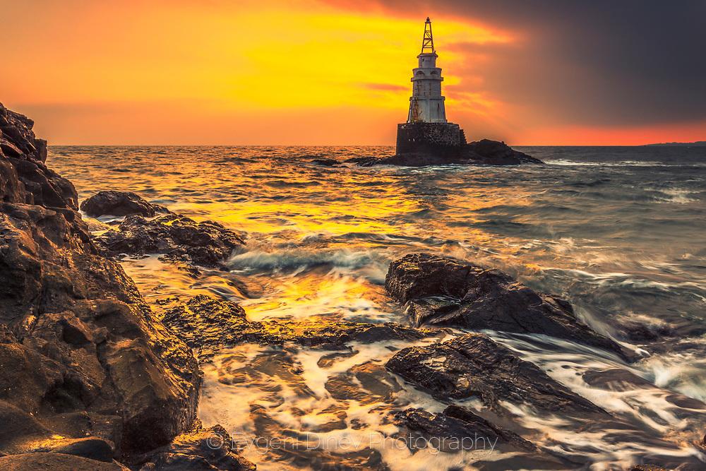 Warm winter sunrise by the sea