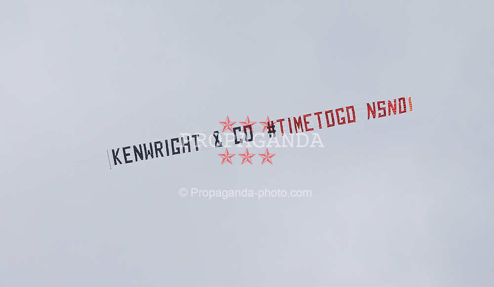 SOUTHAMPTON, ENGLAND - Saturday, August 15, 2015: An Everton protest plane 'Kenwright & Co Time to go' before the FA Premier League match against Southampton at St Mary's Stadium. (Pic by David Rawcliffe/Propaganda)