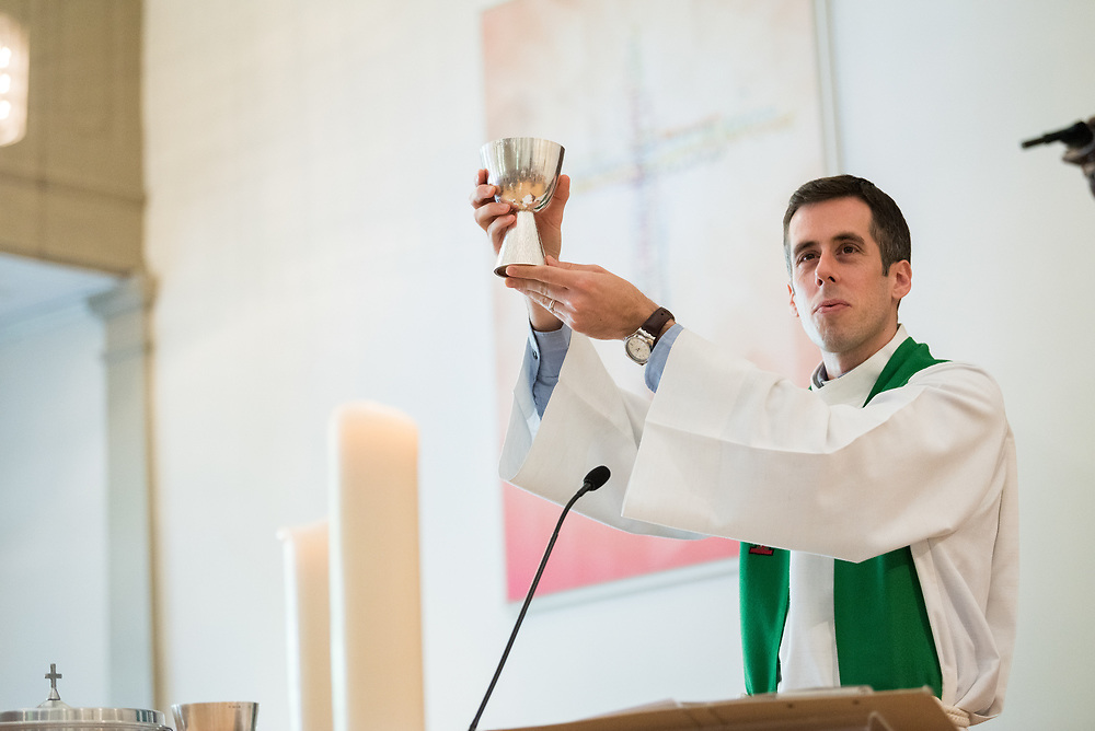 """1 July 2018, Geneva, Switzerland: On Sunday, LWF Council members joined local congregants for Sunday service at the Evangelical Lutheran Church in Geneva. Rev. Andy Willis led the morning's English-speaking service. The 2018 LWF Council meeting takes place in Geneva from 27 June - 2 July. The theme of the Council  is """"Freely you have received, freely give"""" (Matthew 10:8, NIV). The LWF Council meets yearly and is the highest authority of the LWF between assemblies. It consists of the President, the Chairperson of the Finance Committee, and 48 members from LWF member churches in seven regions."""