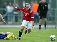 Fotball<br /> Landskamp J15/16 år<br /> Tidenes første landskamp for dette alderstrinnet<br /> Sverige v Norge 1-3<br /> Steungsund<br /> 11.10.2006<br /> Foto: Anders Hoven, Digitalsport<br /> <br /> Janniche Linde - Os / Norge
