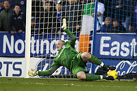 Photo: Pete Lorence.<br />Leicester City v Sheffield Wednesday. Coca Cola Championship. 02/12/2006.<br />Chris Brunt's penalty sails past Conrad Logan's feet.