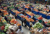 Turquie. Anatolie Centrale. Ville de Konya.  Marché fruits et legumes. // Turkey. Central Anatolia. City of Konya. Vegetable and fruit market.
