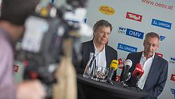 03.04.2018, Bergiselschanze, Innsbruck, AUT, Pressekonferenz ÖSV Ski Nordisch, während einer Pressekonferenz des Österreichischen Skiverband (ÖSV), Sprunglauf und Nordische Kombination, am Dienstag, 3. April 2018, in Innsbruck, im Bild v.l.: ÖSV-Präsident Prof. Peter Schroecksnadel und der scheidende Sportliche Leiter für Sprunglauf und Nordische Kombination Ernst Vettori // during a press conference of the Austrian Ski Association (ÖSV), jumping and nordic combined at the Bergiselschanze in Innsbruck, Austria on 2018/04/03. EXPA Pictures © 2018, PhotoCredit: EXPA/ Jakob Gruber