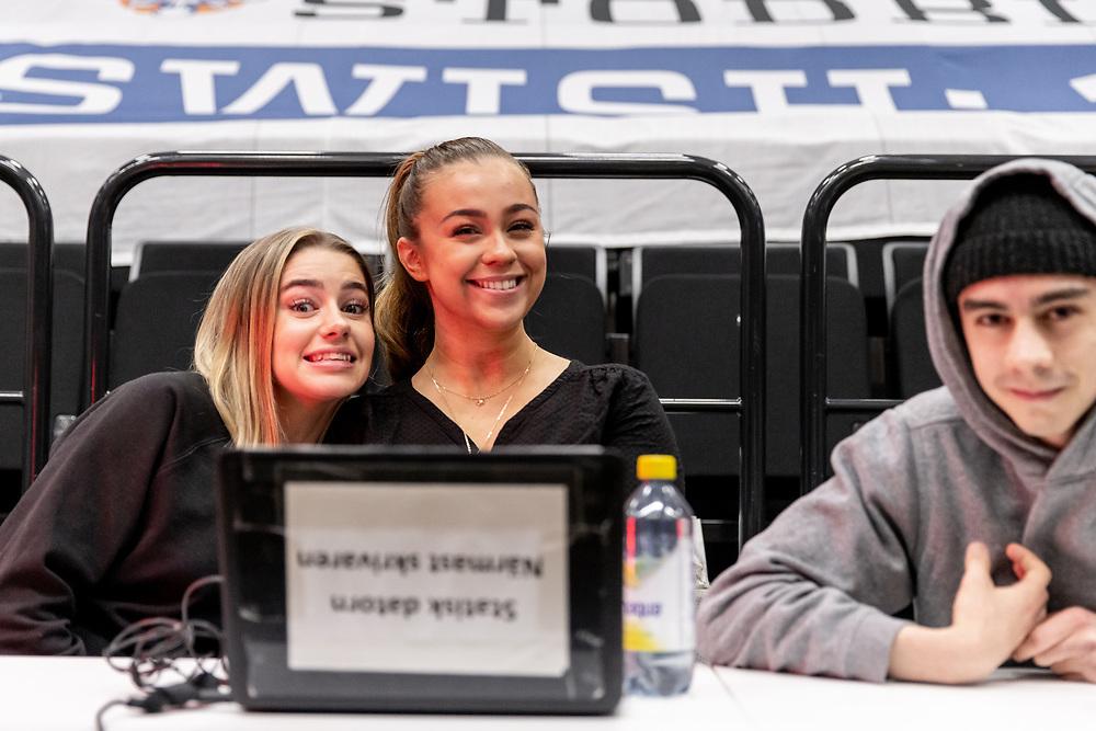 ÖSTERSUND 20210513<br /> Glädje i sekretariatet  under torsdagens semifinal i basketligan mellan Jämtland Basket och Södertälje BBK i Östersunds Sporthall.<br /> <br /> Foto: Per Danielsson/Projekt.P
