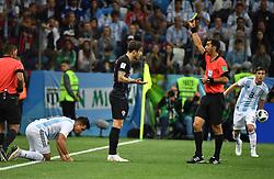 NIZHNY NOVGOROD, June 21, 2018  Sime Vrsaljko (C) of Croatia is given a yellow card during the 2018 FIFA World Cup Group D match between Argentina and Croatia in Nizhny Novgorod, Russia, June 21, 2018. (Credit Image: © Li Ga/Xinhua via ZUMA Wire)