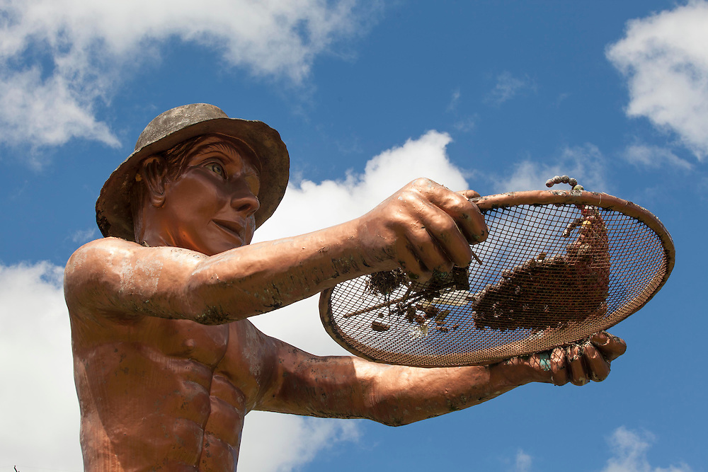 Manhuacu_MG, Brasil.<br /> <br /> Escultura do Cafeicultor na BR 262, entrada de Manhuacu.<br /> <br /> Located by the side of the road BR 262, the Monument of the Coffee Farmer is a work of the sculptor and fine artist Joao Rosendo. The statue is 8 meters tall and has become a touristic reference of the Region.<br /> <br /> Foto: ALEXANDRE MOTA / NITRO