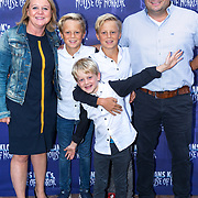 NLD/Amsterdam/20180816 - Inloop 1e Amsterdamse voorstelling Hans Klok on tour, Duke & Scott Huisman met ouders en broertje