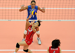 27-08-2010 VOLLEYBAL: WGP FINAL JAPAN - ITALY: BEILUN NINGBO<br /> Japan beats Italy in five sets / Yoshie Takeshita and Simona Gioli<br /> ©2010-WWW.FOTOHOOGENDOORN.NL