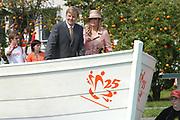 On Queensday, april 30th the Queen attends the celebrations of Queensday in Scheveningen near the Hague.<br /> This is her 25th jubilee.<br /> <br /> Op Koninginnedag, 30 april, is de Koningin  's Middags aanwezig metn en haar familie het koninginnedagfeest mee te vierten in Scheveningen.<br /> <br /> On The photo / On the Photo;<br /> <br /> <br /> Princes Maxima and Prince Willem Alexander / Prinses Maxima en Prins Willem Alexander