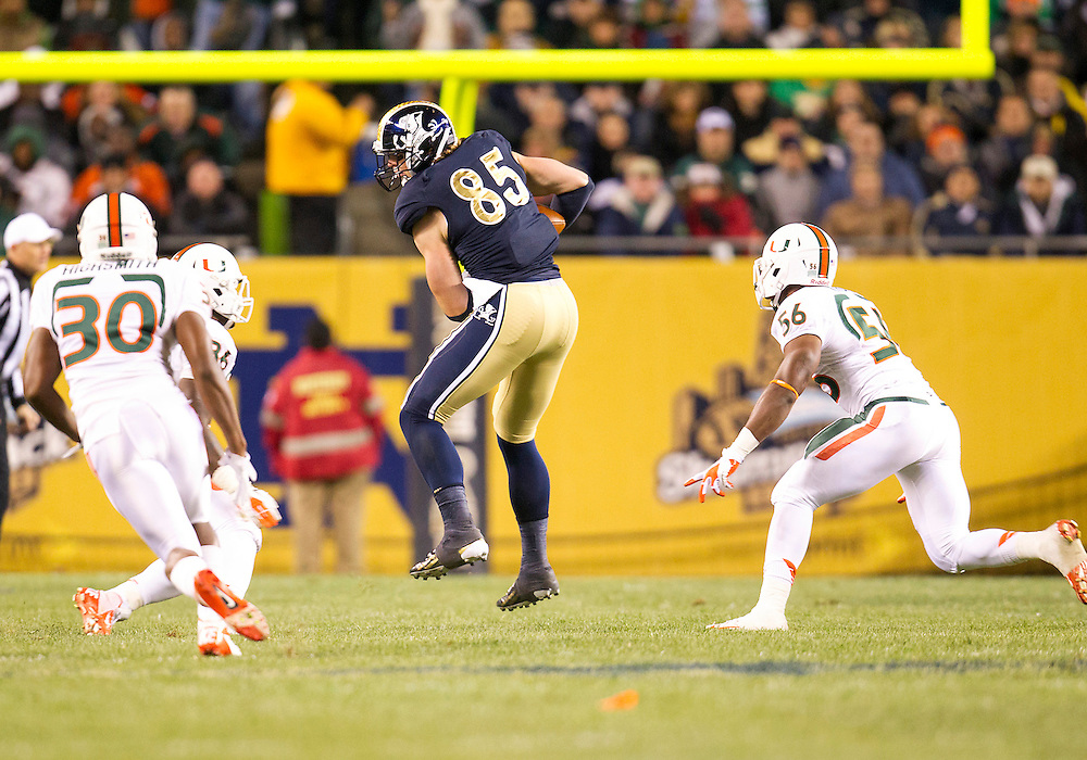 October 06, 2012:  Notre Dame tight end Troy Niklas (85) during NCAA Football game action between the Notre Dame Fighting Irish and the Miami Hurricanes at Soldier Field in Chicago, Illinois.  Notre Dame defeated Miami 41-3.