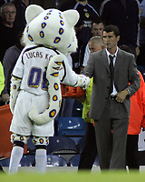"Photo: Paul Thomas.<br /> Leeds United v Sunderland. Coca Cola Championship. 13/09/2006.<br /> <br /> Even the Leeds mascot ""Lucas Kop Cat"" (L) conceeds defeat and shakes Roy Keane""s hand after the match."