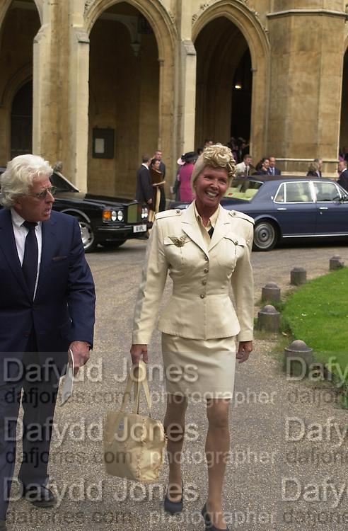 Natasha Caine and Tim Scott wedding. St Luke's, Sydney St. 9 September 2000. © Copyright Photograph by Dafydd Jones 66 Stockwell Park Rd. London SW9 0DA Tel 020 7733 0108 www.dafjones.com