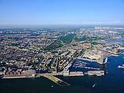 Nederland, Noord-Holland, Gemeente Amsterdam; 02-09-2020; het IJ met Het Stenen Hoofd, Westerdoksdijk en Westelijke eilanden, Silodam. Jordaan en Staatsliedenbuurt met het Westerpark. <br /> IJ with Het Stenen Hoofd, Westerdoksdijk and Western islands, Silodam. Jordaan and Staatsliedenbuurt with the Westerpark.<br /> <br /> luchtfoto (toeslag op standaard tarieven);<br /> aerial photo (additional fee required)<br /> copyright © 2020 foto/photo Siebe Swart