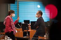 DEU, Deutschland, Germany, Berlin, 02.06.2021: Bundesverteidigungsministerin Annegret Kramp-Karrenbauer (CDU) und Bundesaussenminister Heiko Maas (SPD) vor Beginn der 144. Kabinettsitzung im Bundeskanzleramt.