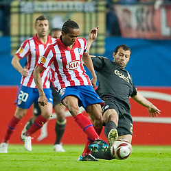 22.04.2010, Estadio Vicente Calderon, Madrid, ESP, UEFA EL, Atletico Madrid vs Liverpool FC im Bild Liverpool's Javier Mascherano and Club Atletico de Madrid's Juan Valare, EXPA Pictures © 2010, PhotoCredit: EXPA/ Propaganda/ D. Rawcliffe / SPORTIDA PHOTO AGENCY
