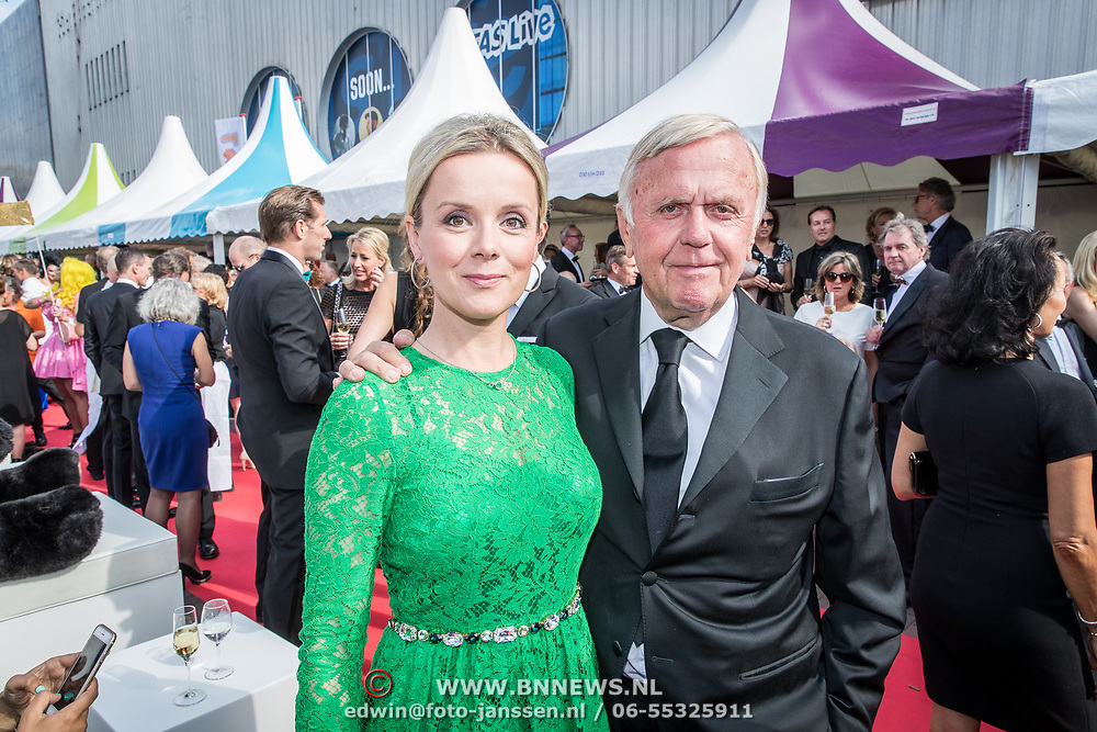 NLD/Amsterdam/20170617 - Amsterdamdiner 2017, Harry Mens en dochter Suze