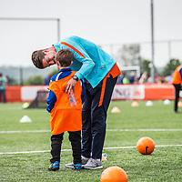 """Nederland,Leeuwarden, 28 mei 2014.<br /> Oranje-fandag georganiseerd door ING bij voetbalvereniging Blauw Wit"""" 34 Leeuwarden.<br /> Op de foto: Profvoetballer Marco van Ginkel in een onderonsje met een jong voetballertje.<br /> <br /> Foto: Jean-Pierre Jans"""