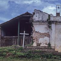 El Salvador: adobe housing