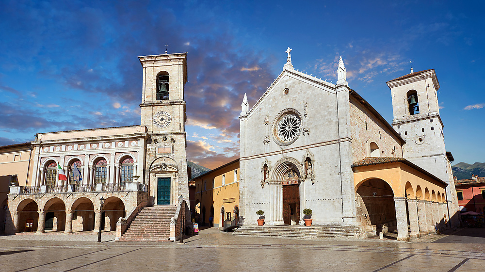 Town Hall, the church of St. Benedict, before the 2106 earthquake, and the birthplace of St. Benedict, Piazza San Benedetto, Norcia, Umbria, Italy.<br /> <br /> Visit our ITALY HISTORIC PLACES PHOTO COLLECTION for more   photos of Italy to download or buy as prints https://funkystock.photoshelter.com/gallery-collection/2b-Pictures-Images-of-Italy-Photos-of-Italian-Historic-Landmark-Sites/C0000qxA2zGFjd_k<br /> .<br /> <br /> Visit our MEDIEVAL PHOTO COLLECTIONS for more   photos  to download or buy as prints https://funkystock.photoshelter.com/gallery-collection/Medieval-Middle-Ages-Historic-Places-Arcaeological-Sites-Pictures-Images-of/C0000B5ZA54_WD0s