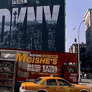New York - Houston street. Yellow cab pass by giant advertising boards advertising board and yellow cab  New/ Houston street,  affiches publicitaires et taxi jaunes  New York - Etats unis
