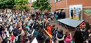Koningin Maxima geeft startschot inzameling instrumenten op basisschool 't Palet in de Haagse Schilderswijk.De campagne is een initiatief van het programma Radio 4 Klassiek Geeft en het landelijk Instrumentendepot Leerorkest.<br /> <br /> Queen Maxima launches collection tools in primary school 't Palet in the Hague Schilderswijk.De campaign Provides an initiative of the Radio 4 program and the rural Classic Instrument Depot Leerorkest.<br /> <br /> op de foto / On the photo:  Koningin Maxima luister naar de orkestuitvoering / Queen Maxima listen to the orchestra performance