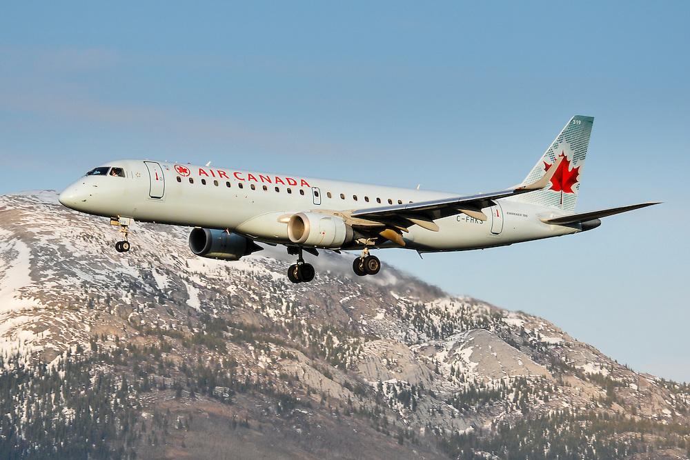 Air Canada Embraer 190 landing in Whitehorse, Yukon