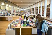 Nederland, Arnhem, 3-3-2016Gemeentelijke openbare bibliotheek in het nieuwe gebouw de Rozet. Op de kinderafdeling.Foto: Flip Franssen
