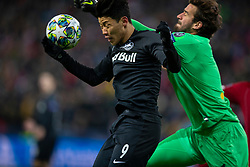 SALZBURG, AUSTRIA - Tuesday, December 10, 2019: FC Salzburg's Hee-Chan Hwang (L) and Liverpool's goalkeeper Alisson Becker during the final UEFA Champions League Group E match between FC Salzburg and Liverpool FC at the Red Bull Arena. (Pic by David Rawcliffe/Propaganda)