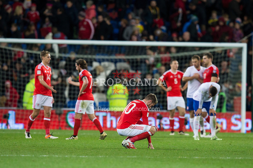 CARDIFF, WALES - Saturday, November 12, 2016: Wales' players show a look of dejection after the final whistle in the 2018 FIFA World Cup Qualifying Group D match against Serbia at the Cardiff City Stadium. (Pic by David Rawcliffe/Propaganda)