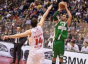 DESCRIZIONE : Milano campionato serie A 2013/14 EA7 Olimpia Milano Sidigas Avellino <br /> GIOCATORE : Nikola Dragovic<br /> CATEGORIA : tiro three points<br /> SQUADRA : Sidigas Avellino<br /> EVENTO : Campionato serie A 2013/14<br /> GARA : EA7 Olimpia Milano Sidigas Avellino<br /> DATA : 29/12/2013<br /> SPORT : Pallacanestro <br /> AUTORE : Agenzia Ciamillo-Castoria/R. Morgano<br /> Galleria : Lega Basket A 2013-2014  <br /> Fotonotizia : Milano campionato serie A 2013/14 EA7 Olimpia Milano Sidigas Avellino<br /> Predefinita :