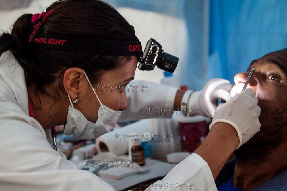 Una dentista offre servizio gratuito per i sopravvissuti.