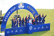 Winning team Europe on the 18th green starting their celebrations after the sunday singles at the Ryder Cup, Le Golf National, Paris, France. 30/09/2018.<br /> Picture Phil Inglis / Golffile.ie<br /> <br /> All photo usage must carry mandatory copyright credit (© Golffile | Phil Inglis)