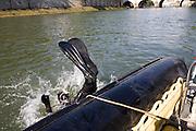 Paris, France. 30 Avril 2009..Brigade Fluviale de Paris..10h36 En entrainement de plongee (pendant une heure environ)...Paris, France. April 30th 2009..Paris fluvial squad..10:36 am Scuba diving training (about an hour)