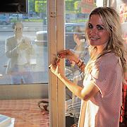 NLD/Amsterdam/20120525 - Start Lock Me Up - Free A Girl actie, Vivienne Reijs sluit Arjan Erkel op
