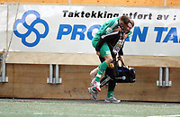 Fotball , 31. januar 2007 , Treningskamp , Viking - Ham-Kam 2-0<br /> Roman Kienast , Ham-Kam bæres av banen