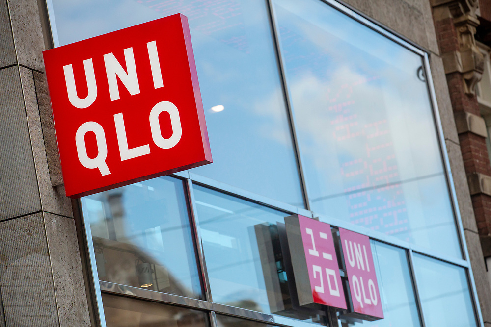Nederland, Amsterdam, 28-09-2018<br /> In Amsterdam opent de Japanse modeketen UNIQLO haar eerste vestiging in Nederland. Het bedrijf wordt gezien als de Japanse H&M.<br /> <br /> In Amsterdam Uniqlo opens its first store in The Netherlands. The Japanese fashion brand is seen as the Japanese H&M.<br /> Foto: Bas de Meijer / De Beeldunie